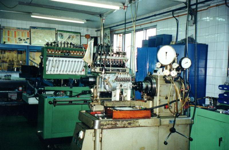 Maquinaría en los inicios de Auto-inyección Vicente